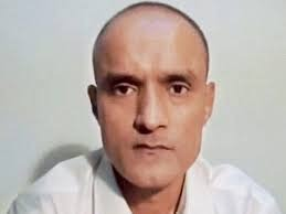 Eventually the Pakistani government bowed; Kulbhushan Jadhav will be meet to two officials from the Indian Embassy | अखेर पाक सरकार झुकलं; कुलभूषण जाधव यांना भारतीय दूतावासातील २ अधिकारी भेटणार