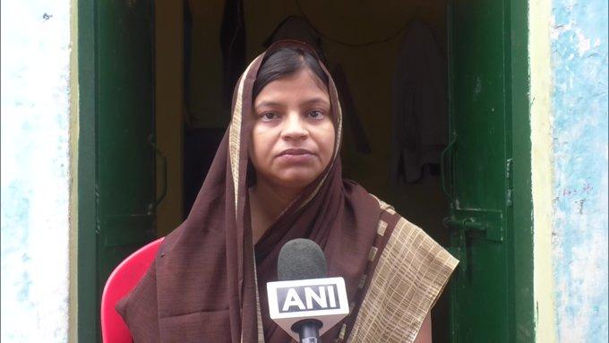 "kanpur encounter martyrs police family reaction on vikas dubey dead in encounter | Vikas Dubey Encounter : ""मी समाधानी आहे पण... "", शहीद पोलिसाच्या पत्नीने म्हटलं..."
