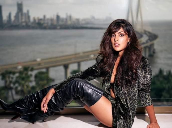 Rhea chakraborty trolled on writing a emotional post on sushant singh rajput after one month | तुझ्या कर्माचं फळ मिळणारच; सुशांत सिंग राजपूतसोबतच्या 'त्या' फोटोवरुन रिया चक्रवर्ती ट्रोल