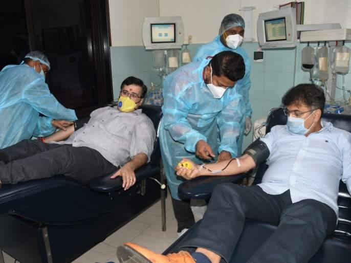 CoronaVirus Marathi News Jitendra Awhad donate plasma in thane | CoronaVirus News : जितेंद्र आव्हाडांनी वाढदिवशी केलं प्लाझ्मादान, कोरोनामुक्त रुग्णांना केलं 'हे' आवाहन
