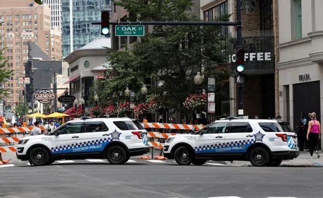 Mass Looting In Chicago, Shots Fired, Over 100 Arrested   शिकागोमध्ये हजारो लोकांनी केली लूटमार; 100 जणांना अटक, 13 अधिकारी जखमी