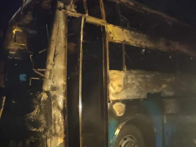 five people with baby died in private bus when it got fire in chitradurga karnataka | भयंकर! धावत्या बसने अचानक घेतला पेट; 5 जणांचा होरपळून मृत्यू, 27 जण जखमी