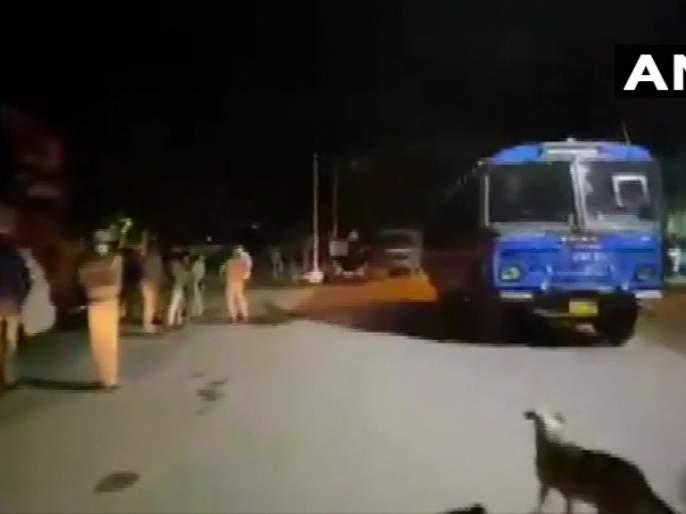 Bangalore 2 dead, 110 arrested after violence erupts over social media post   बंगळुरू पेटलं! शहरात कलम 144 लागू; पोलिसांवर हल्ला केल्या प्रकरणी 110 जणांना अटक
