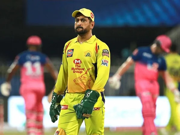 IPL 2020, CSK vs RR: Mahendra Singh Dhoni's sportsmanship lost? Should support what he did? | IPL 2020, CSK vs RR : महेंद्रसिंग धोनीची खिलाडूवृत्ती हरवलीय? त्याने जे केलं त्याचं समर्थन करावं का?