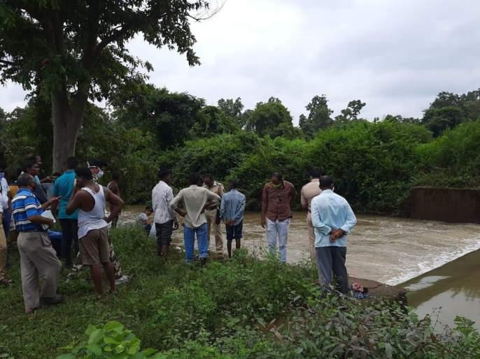 Three youths, who were swept away in the nala, had come down for bathing, Deori police rushed to the spot | नाल्यात वाहून गेले तीन तरुण, आंघोळीसाठी उतरले होते, देवरी पोलीस घटनास्थळी दाखल