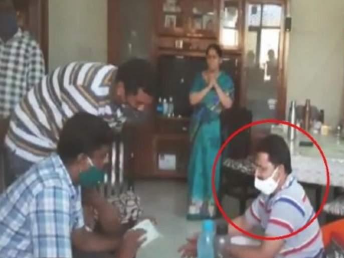 anti corruption bureau team raids on acp narasimha reddy residence in hyderabad | बापरे! 15 लाखांची रोकड अन् 70 कोटींचं घबाड; पोलीस अधिकाऱ्याची संपत्ती पाहून सर्वांचीच उडाली झोप