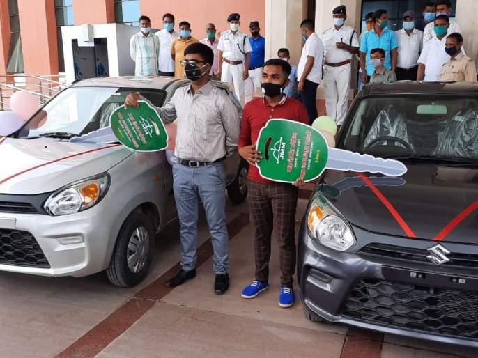 ranchi education minister jagarnath mahto gave car to topper | लय भारी! शिक्षणमंत्र्यांकडून टॉपर्सना 'कार' गिफ्ट, विद्यार्थ्यांच्या पुढच्या शिक्षणाचाही करणार खर्च