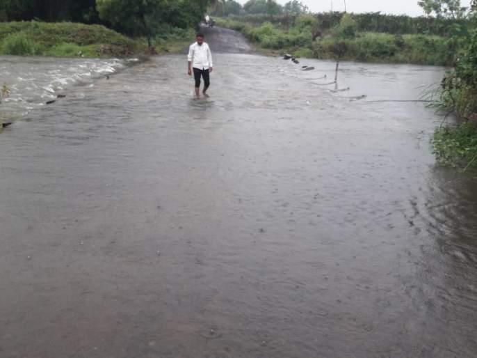 heavy rain in tuljapur sangvi osmanabad | मुसळधार पावसामुळेसांगवी, पांगरधरवाडीचा संपर्क पुन्हा तुटला
