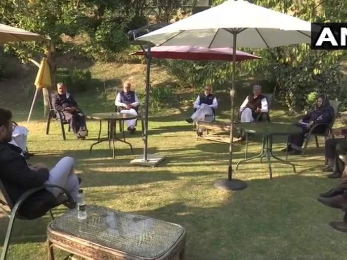 Kashmiri parties united For Article 370, Farooq Abdullah makes big statement after meeting | कलम ३७० विरोधात काश्मिरी पक्षांनी उघडली आघाडी, बैठकीनंतर फारुख अब्दुल्लांनी केले मोठे विधान