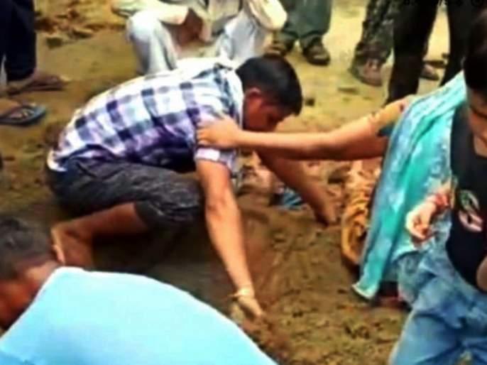 lakhisarai assembly labor resources minister vijay kumar sinha bihar election 2020 | Bihar Election 2020 : निवडणूक प्रचारासाठी आलेल्या मंत्र्यावर संतप्त गावकऱ्यांनी फेकलं शेण, Video व्हायरल