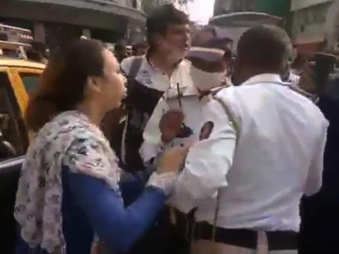 Hands raised on khaki! Woman caught by traffic police's coller and beaten | Video : खाकीवर उगारलाहात! महिलेने वाहतूक पोलिसाची पकडली कॉलर अन् केली मारहाण