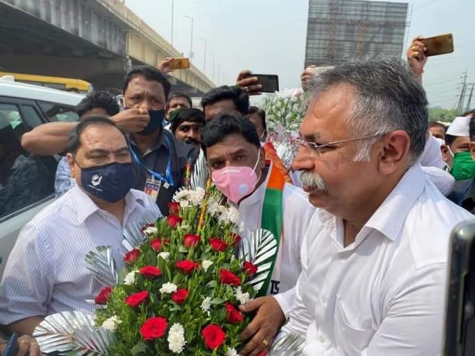 Eknath Khadse's warm welcome from Ulhasnagar NCP   उल्हासनगर राष्ट्रवादी कडून एकनाथ खडसे यांचे जंगी स्वागत