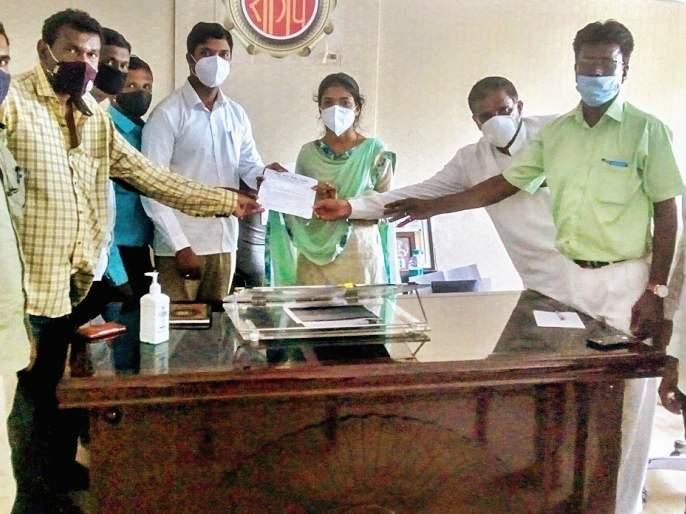 Contaminated water supply from Vihur dam, villagers suffer: Complaint to Zilla Parishad President | विहूर धरणातून दूषित पाणीपुरवठा, ग्रामस्थ त्रस्त : जिल्हा परिषदेच्या अध्यक्षांकडे तक्रार