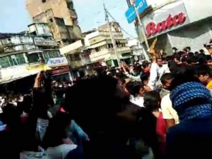 Violence in Bihar! Police station fired by crowd , removing DM - SP by election Commission   बिहार पेटलं! मूर्ती विसर्जनावेळीजमावाने जाळले पोलीस स्टेशन, निवडणूक आयोगाने हटवले DM, SP