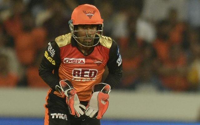 IPL 2020: W. Saha injured | IPL 2020 : सनरायजर्स हैदराबादचा यष्टिरक्षक-फलंदाज वृद्धिमान साहा दुखापतग्रस्त