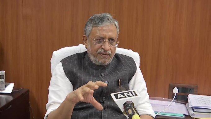 BJP took a big decision regarding Sushilkumar Modi who was removed from the post of Deputy Chief Minister of Bihar   बिहारच्या उपमुख्यमंत्रिपदावरून हटवलेल्या सुशीलकुमार मोदींबाबत भाजपाने घेतला मोठा निर्णय