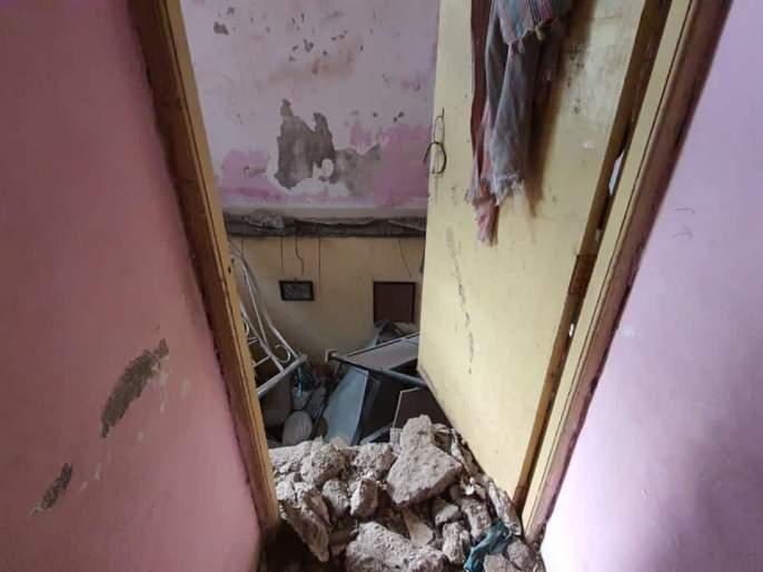 A slab of a building collapsed at Kopar Khairane, injuring four people | कोपरखैरणेयेथेइमारतीचा स्लॅब कोसळला, चौघेजणजखमी