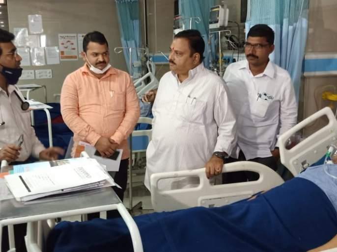 One lakh assistance from Dr. Shrikant Shinde Foundation for the treatment of Shripati Khanchanale   महाराष्ट्राचे पहिले हिंद केसरी रुग्णालयात, शिवसैनिक धावले मदतीला