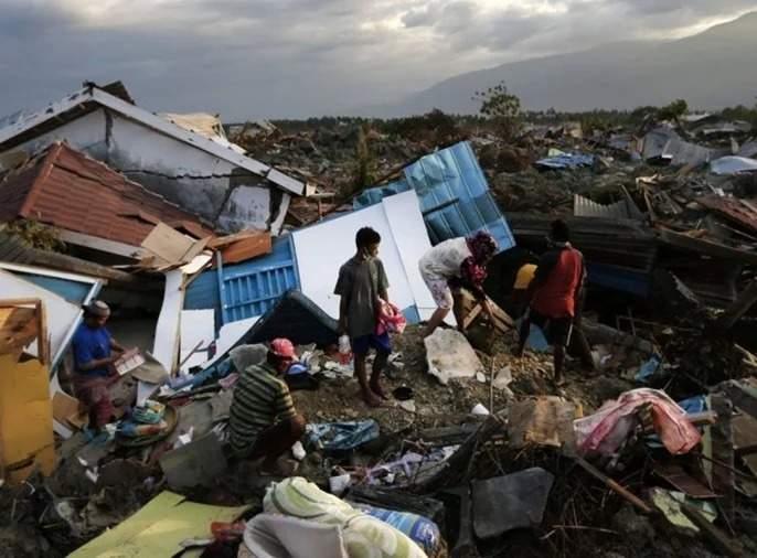 Magnitude 6.2 earthquake on Indonesia's Sulawesi island killed at least 35 people and injured hundreds | इंडोनेशियामध्ये 6.2 तीव्रतेचा भूकंप; सुलावेसी बेटावर 35 जणांचा मृत्यू, 700 जखमी