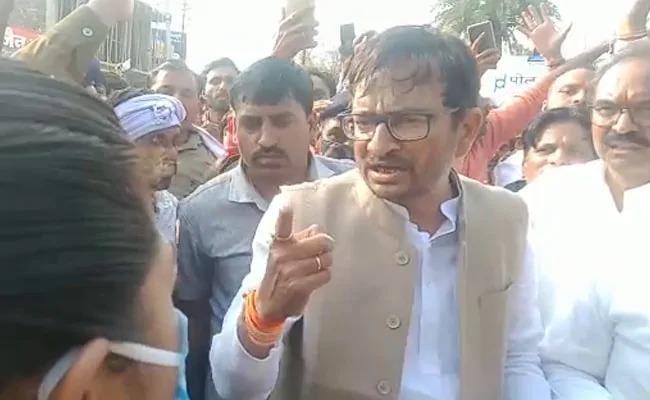 Congress MLA Harsh Vijay Gehlot openly threatens female SDM; That said, if it weren't for women ... | काँग्रेस आमदाराची महिला एसडीएमला खुलेआम धमकी; म्हणाले, महिला नसता तर...