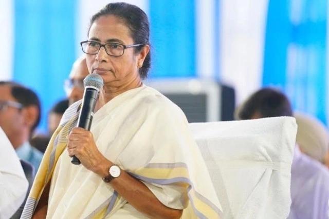 Mamata Banerjee's tension escalates, another close aide announces new party | ममतांचे टेंन्शन अजून वाढले, आणखी एका निकटवर्तीयाने नव्या पक्षाची घोषणा करत विरोधात रणशिंग फुंकले
