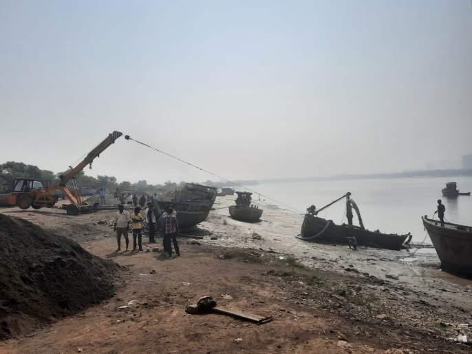 Revenue crackdown on illegal sand mafias; 40 lakh worth of property confiscated | अवैध रेती माफियांवर महसूल विभागाची धडक कारवाई;४० लाखांचा मुद्देमाल जप्त