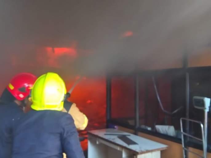 A huge fire broke out at a biosense company in Thane, and all employees were evacuated | ठाण्यातीलबायोसेंसकंपनीला भीषण आग, सर्व कर्मचाऱ्यांना सुखरूप काढले बाहेर