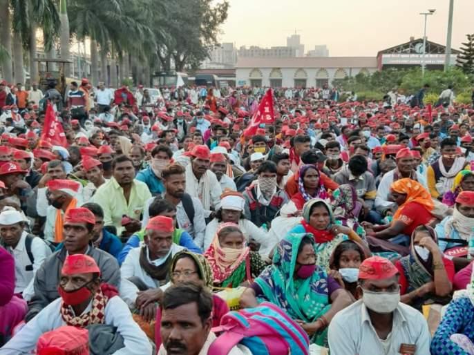 Spontaneous welcome of agitating farmers from Kalyan Fata, Thane city and Mumbai city | आंदोलक शेतकऱ्यांचे कल्याण फाटा, ठाणे शहर व मुंबई शहरात जनतेकडून उत्स्फूर्त स्वागत