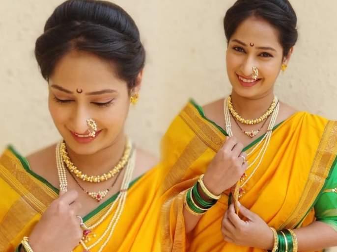 Priya marathe's traditional look goes viral on internet | पिवळ्या रंगाच्या नववारी साडीत प्रिया मराठेचा दिसला मराठमोळा अंदाज, म्हणाली- 'मी.. अशी ही..'