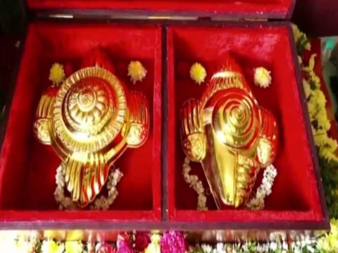 Devotee in tamil nadu donated golden sankha and chakra worth rs 2 crores to balaji temple in tirumala   Devotee donated golden sankha and chakra : अरे व्वा! इच्छा पूर्ण झाली म्हणून भक्तानं बालाजी मंदिरात चढवला २ कोटींची सोन्याचा शंख अन् चक्र