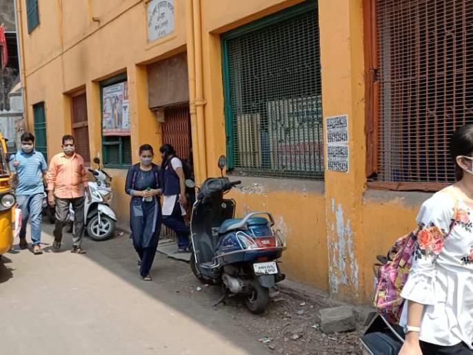 Class X start in Kalyan, action from KDMC!   कल्याणमध्ये दहावीचा वर्ग भरला, केडीएमसीकडून कारवाई!