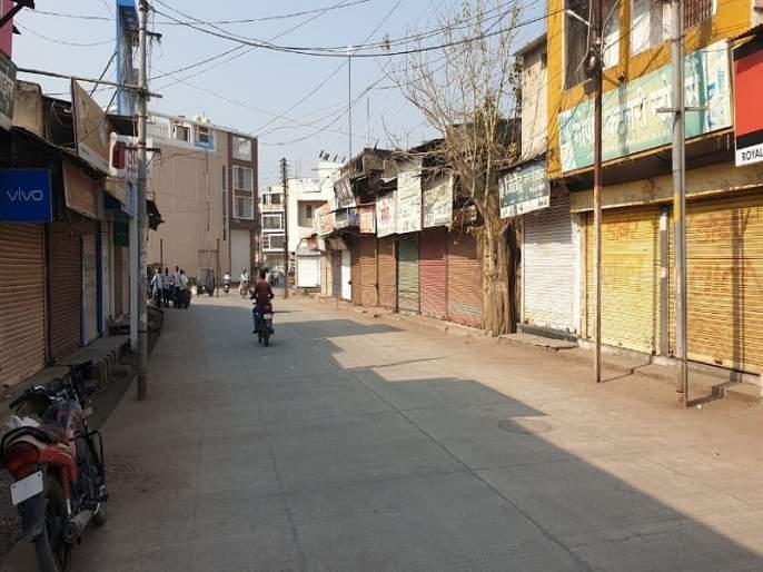 Strict closure of traders in Hingoli against GST | हिंगोलीत जीएसटी विरोधात व्यापाऱ्यांचा कडकडीत बंद