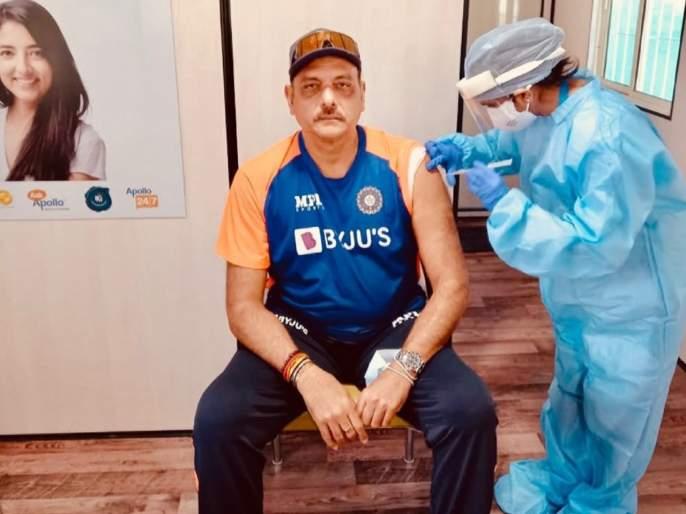 Team India coach Ravi Shastri got the first dose of COVID-19 vaccine | Ravi Shastri : टीम इंडियाचे मुख्य प्रशिक्षक रवी शास्त्री यांनी घेतली कोरोना लस; म्हणाले...