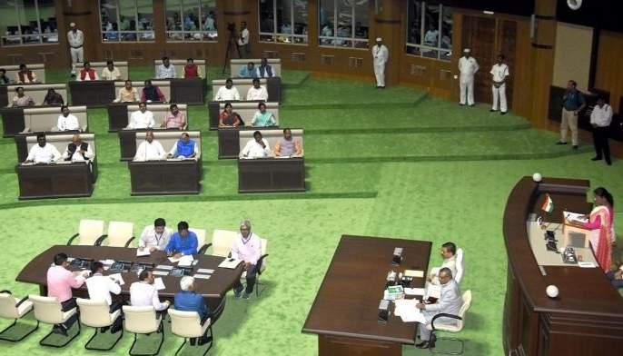The MLAs in the Jharkhand Assembly fell asleep, snoring loudly; The Chief Minister kept looking back | भर विधानसभेत आमदार झोपले, जोरजोरात घोरू लागले; मुख्यमंत्री वळून वळून पाहत राहिले