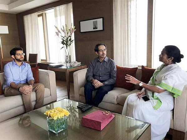 west bengal assembly election 2021 : Chief Minister of West Bengal Mamata Banerjee thanked to Shiv Sena and made a special mention ... | म्हणून बंगालच्या मुख्यमंत्री ममता बॅनर्जींनी शिवसेनेचे मानले खास आभार, केला विशेष उल्लेख...