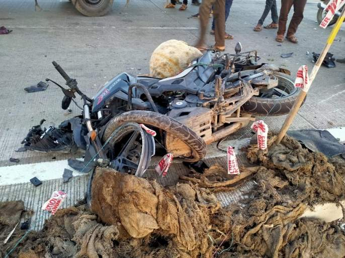 Two two-wheelers colliding head-on; One killed, one injured | दोन दुचाकीची समोरासमोर धडक; एक ठार, एक जखमी