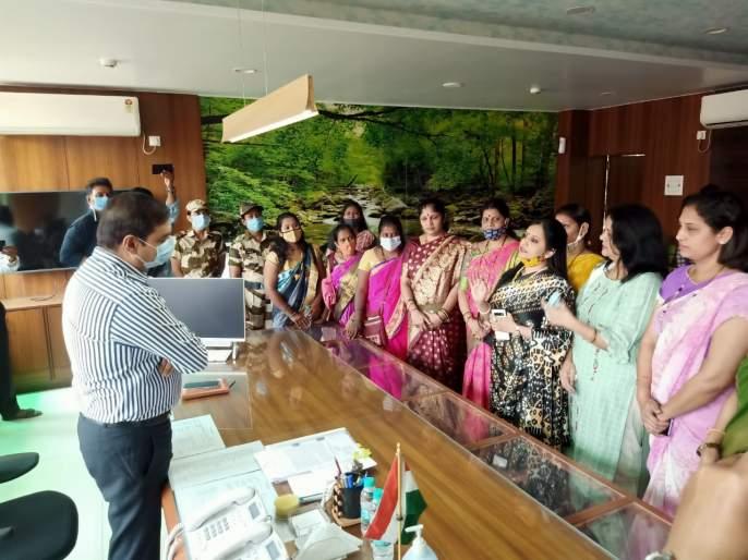 BJP corporators sit in the Commissioner's office on Women's Day | महिला दिनी आयुक्तांच्या दालनात भाजप नगरसेविकांचा ठिय्या