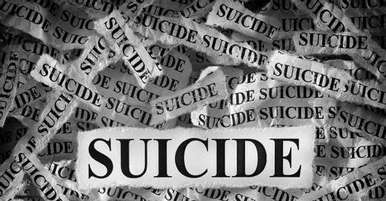On World Women's Day, a woman committed suicide by jumping under a speeding bus   जागतिक महिला दिनीच महिलेने धावत्या बसखाली उडी मारुन केली आत्महत्या