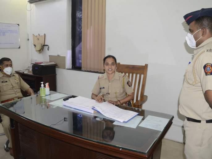 "Yerwada's female police sub-inspector became a one-day ""in-charge"" police inspector | येरवड्याच्या महिला पोलीस उपनिरीक्षक झाल्या एक दिवसाच्या ""इन्चार्ज"" पोलीस निरीक्षक"
