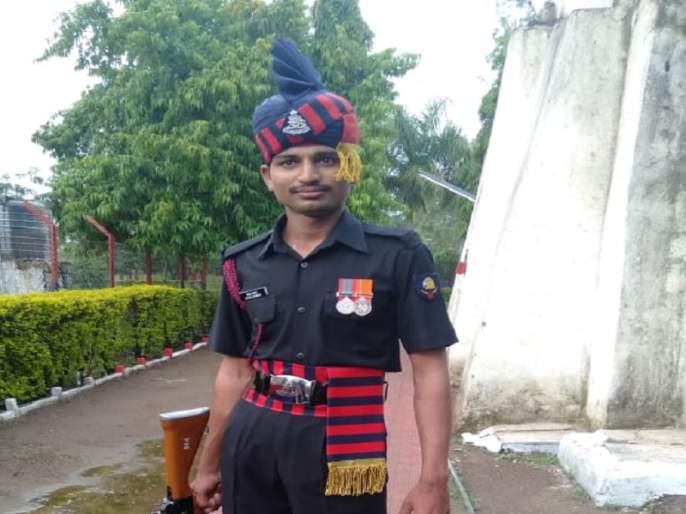 Soldier on duty in Kashmir dies during treatment   काश्मीरमध्ये कर्तव्यावर असलेल्या जवानाचा उपचारादरम्यान मृत्यू