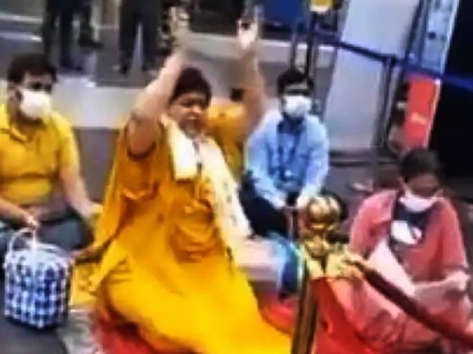 usha thakur is seen worshiping without wearing mask strange way for minister to drive away corona | अरे देवा! कोरोनाला पळवण्यासाठी भाजपा मंत्र्याने मास्क न लावता थेट विमानतळावरच केली पूजा, शोधला अनोखा फंडा