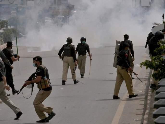 Violence in Pakistan violent clash between police and tlp workers over french ambassador in lahore pakistan | Violence in Pakistan : पाकिस्तानमध्ये मोठा हिंसाचार! पोलीस आणि कट्टरतावाद्यांमध्ये संघर्ष; 800 भारतीय शीख अडकले