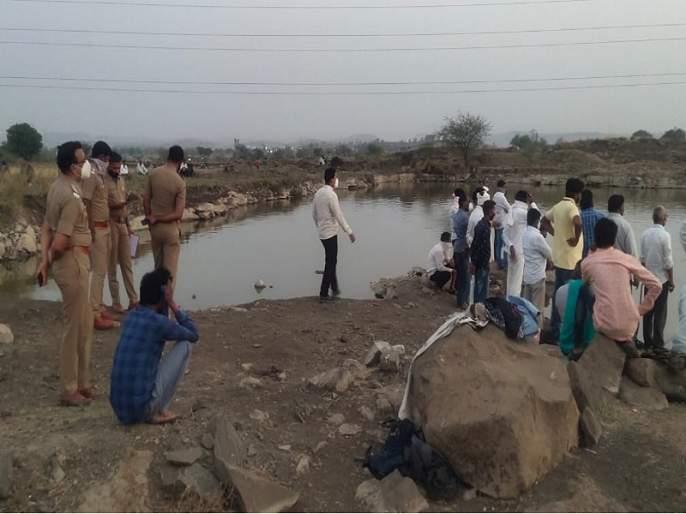 Swimming leads death ; Three children drown in Beed mine | पोहणे बेतले जीवावर; बीडमध्ये खदाणीत बुडून तीन मुलांचा मृत्यू