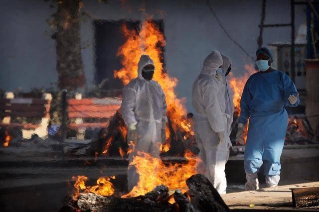 CoronaVirus Live Updates delhi bodies get funeral on parking ground after not getting place in cremation ground | CoronaVirus Live Updates : कोरोनाचं भीषण वास्तव! स्मशानभूमीत जागाच मिळेना; पार्किंगमध्ये 15 मृतदेहांवर केले अंत्यसंस्कार