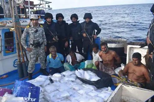Major Indian Navy action; Drugs worth Rs 3,000 crore seized   भारतीय नौसेनेची मोठी कारवाई; ३ हजार कोटींचे ड्रग्ज केले जप्त