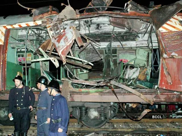 After the bomb blast, the case of phone and terrorist Kamal is over | बॉम्बस्फोटानंतर केला जावयाला फोन अन् दहशतवादी कमालचा किस्सा खतम