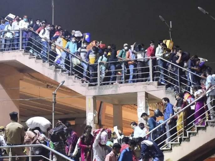 coronavirus, lockdown in delhi 2021: After the announcement of the lockdown in Delhi, the workers rushed to the village, the crowd at the bus station   coronavirus: दिल्लीत लॉकडाऊनच्या घोषणेनंतर मजुरांची गावी जाण्यासाठी धावपळ, बस स्थानकात उसळली गर्दी