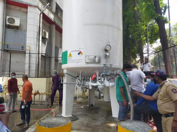 oxygen tank leak in dr zakir hussain hospital at nashik | Nashik Oxygen Leak: नाशिक पालिकेच्या डॉ. झाकीर हुसेन रुग्णालयातील ऑक्सिजन टाकीला गळती, काही रुग्ण दगावल्याची भीती
