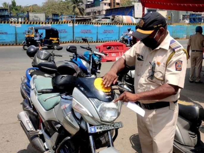 Mumbai Police tweets : Lockdown mumbai police tweets in response to netizens query on meeting girlfriend   Mumbai Police tweets : 'प्रेयसीला भेटण्यासाठी कोणतं स्टिकर लावू', असं विचारणाऱ्याला मुंबई पोलिसांचं भन्नाट उत्तर