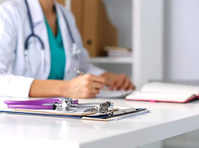 Disgrace to doctor-patient relationship! A female doctor has fraud of Rs 1.5 crore by told cancer | डॉक्टर-रुग्ण नात्याला काळिमा! कॅन्सर झाल्याचे सांगत महिला डॉक्टरने घातला दीड कोटींचा गंडा